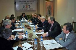 La reunión se realizó en un salón del hotel santiagueño Carlos V.