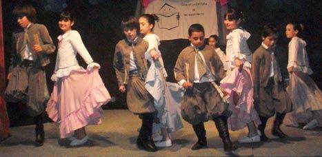 Los chicos de la escuela de danzas.