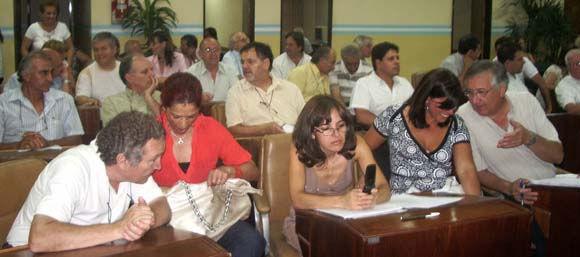 Concejales oficialistas y mayores contribuyentes, en una de las asambleas realizadas este año.