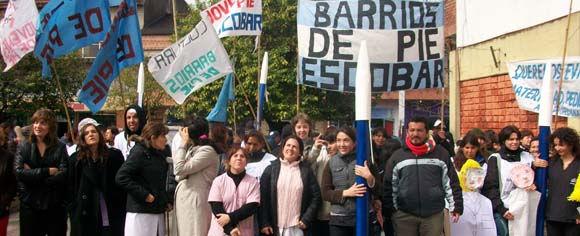 Suteba y Barrios de Pie adhirieron con su presencia al reclamo de los profesionales del Erill.