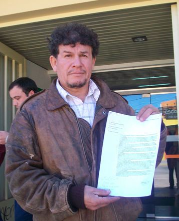 Gustavo Ojeda llevó un petitorio al Municipio.