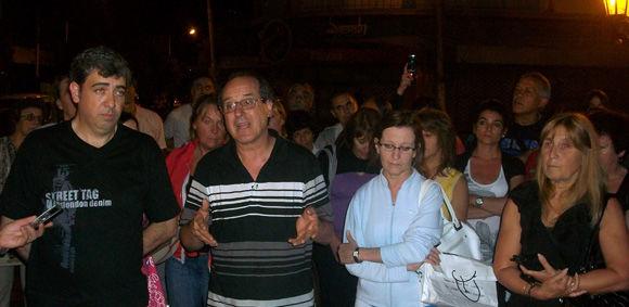 Agustín Fernández, uno de los voceros del reclamo, junto al presidente de la Cámara, Hernán González.