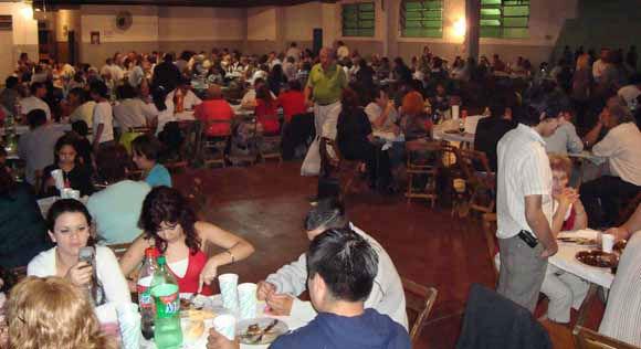 Unos quinientos comensales participaron de la cena show de AVE en Villa Vallier.