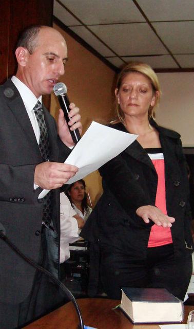 De la Cruz soportó toda clase de insultos al jurar como nueva secretaria del HCD.