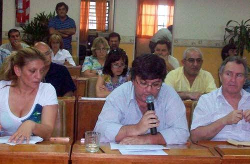 Ferreyra terminó su mandato siendo orador del PJ. A sus costados, De la Cruz y Palau, para quiens también fue la última sesión.