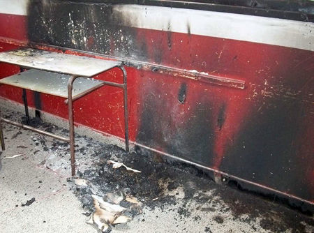 Tres aulas del colegio fueron quemadas.