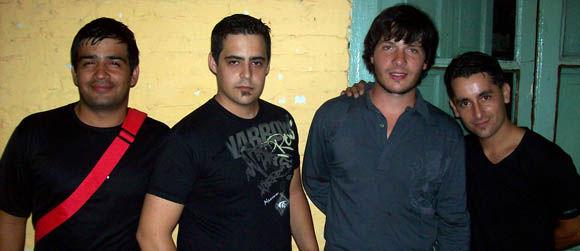 Daniel Tarchini y sus músicos: Ricardo Babace (bombo), Marcos Lugo (guitarra base) y Gabriel Picioni (bajo).