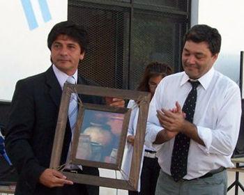 El secretario de Obras Públicas, Rubén Cabrera, y el director de la escuela, Daniel Santarcieri.