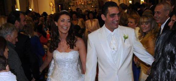 Karina Antonial y Eduardo Fort ya dieron el sí y empiezan a retirarse de la cocatedral.