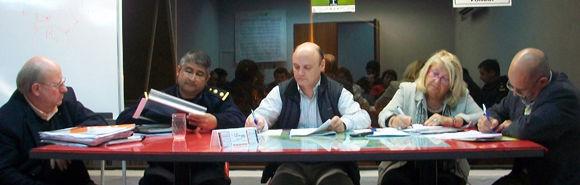 En la mesa de autoridades, Juan Carlos Papa, el comisario Carlos Vara, Juan Butori, ELba Sobral y Víctor Berardi.