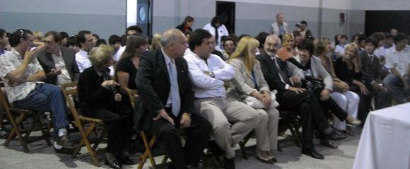 Autoridades, docentes e invitados dieron marco a la firma del convenio y la inauguración del gimnasio.