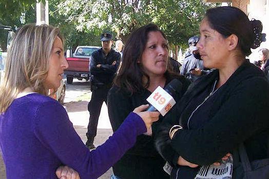 Canal 9 cubrió la protesta frente a la fiscalía.