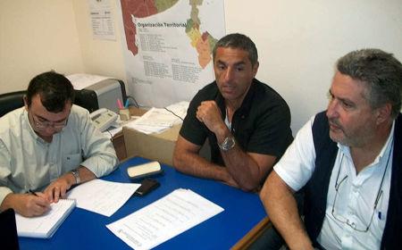 Los consejeros escolares Montessano y Donatelli, en el despacho del arquitecto Randazzo.