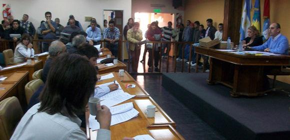 Decenas de vecinos de Savio presenciaron la sesión expectantes por la votación del expediente impulsado por Rognone.