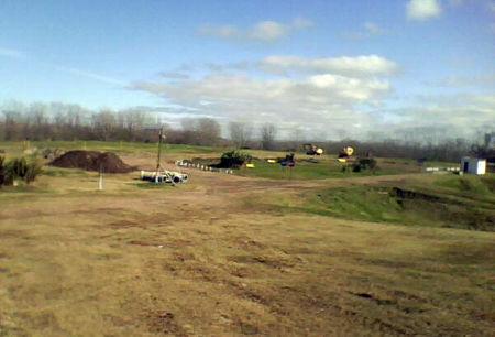 El predio continúa cerrado y fue rellenado con tierra, pero los residuos siguen acumulados bajo su superficie.