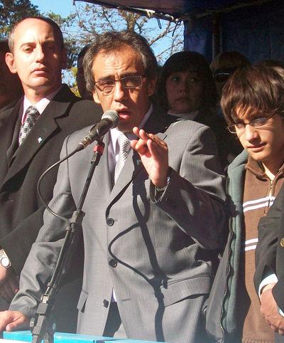 El Intendente, en Matheu, volvió a mostrarse acompañado por su hijo en el palco.