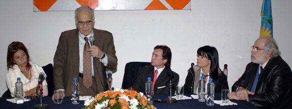 El doctor Daniel Stamboulian participó del lanzamiento de la campaña de vacunación en Escobar.