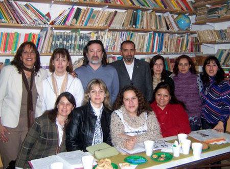 Rotarios, autoridades y docentes se reunieron este martes en la biblioteca de la escuela 17.