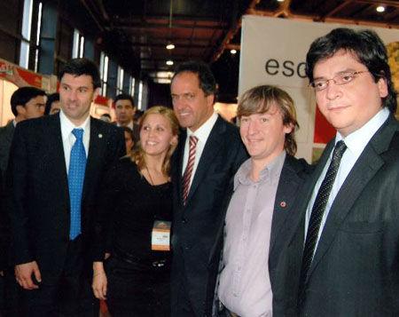 El gobernador Scioli y el secretario de Turismo visitaron el stand escobarense.