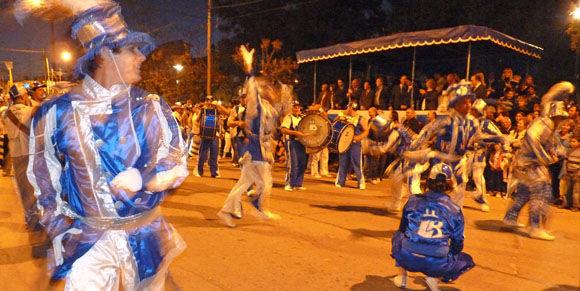 La murga de Del Viso, con 150 integrantes, le puso ritmo y alegría al espectáculo.