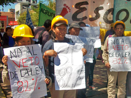 """""""No al veto del 82% móvil"""", decían algunos de los carteles de los manifestantes."""