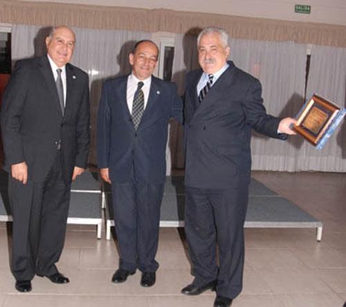 Mario Márquez fue distinguido por sus 35 años en actividad.