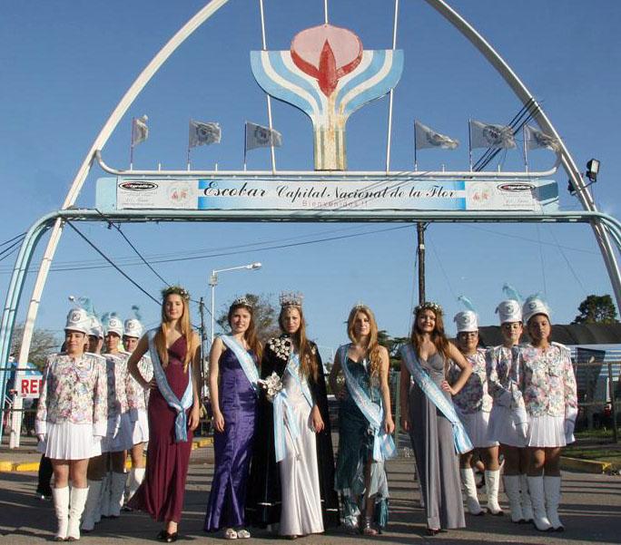 La flamante Guardia Floral visitó la Fiesta junto a la reina y sus escoltas.