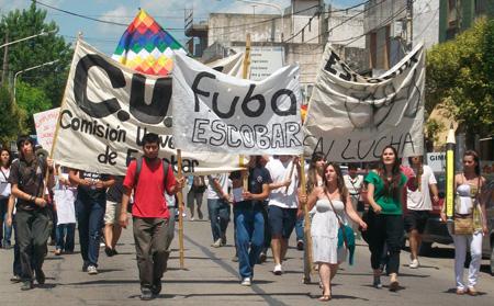 La movilización estudiantil recorrió la avenida Tapia de Cruz.