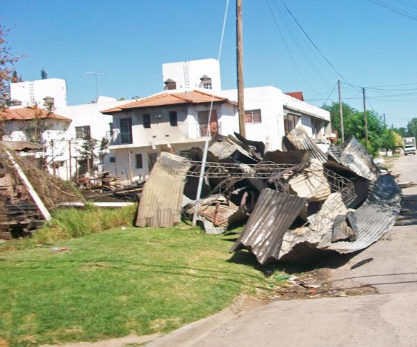 Todas las instalaciones de la Maderera Muñoz fueron dañadas por el fuego.