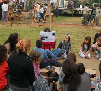 Los chicos también disfrutaron la jornada, con títeres, marionetas y un taller de lectura.