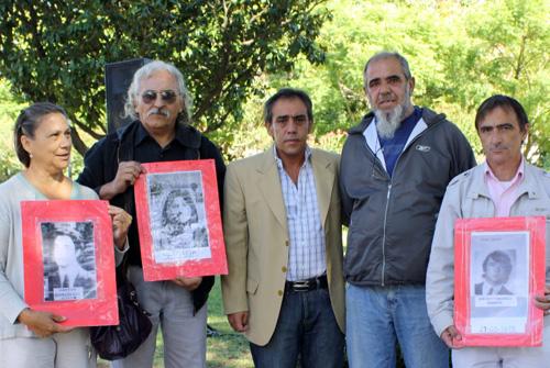 Sandro Guzmán encabezó un acto en Garín con familiares de desaparecidos.