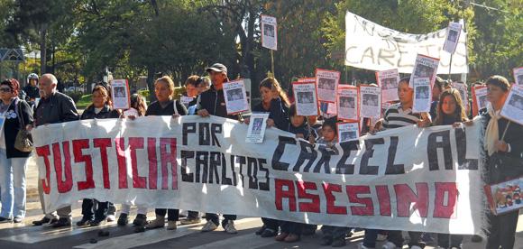 Los manifestantes se concentraron en la plaza San Martín y marcharon por la avenida Tapia de Cruz.