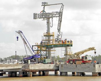 El puerto de GNL se inauguraría el 8 de junio.