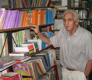 """Alejandro Rafful, en su librería """"Dodito"""", hace unos años."""