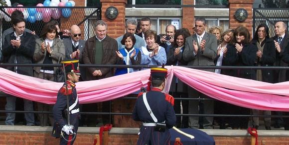 El acto contó con la presencia de dos miembros de la Guardia de Honor del Histórico Regimiento de Granaderos a Caballo.