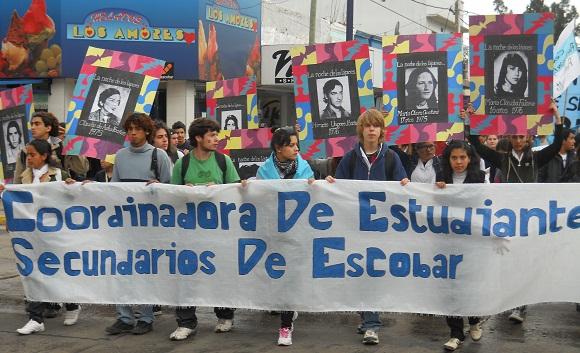 Alumnos de siete escuelas, públicas y privadas, participaron de la manifestación.