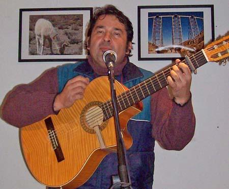 Hernán Albornoz clasificó como mejor cantante solista de tango.