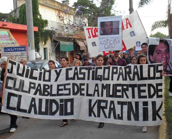 La manifestación se desarrolló sobre la avenida Villanueva.
