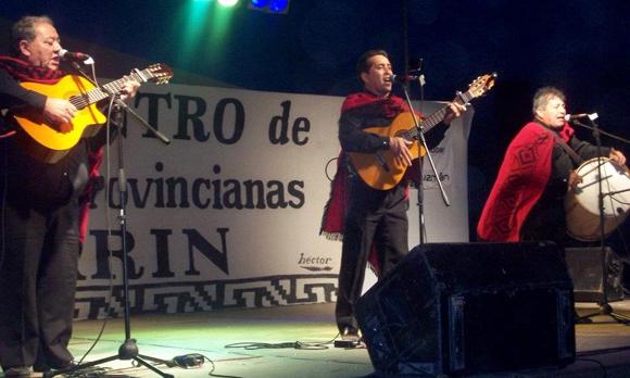 Decenas de artistas y conjuntos de varias provincias, zonales y escobarenses pasaron por el festival.