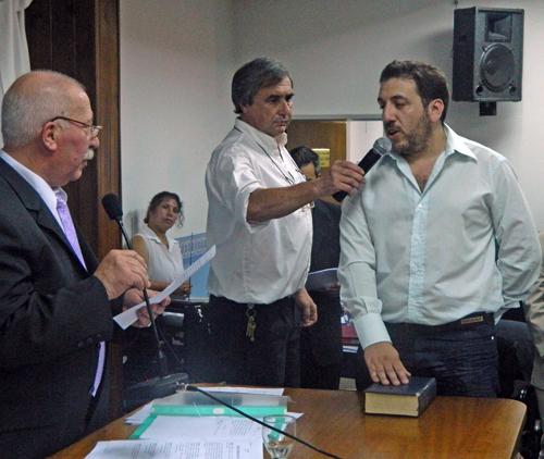 Walter Blanco juró pero pidió licencia para seguir en el Ejecutivo.