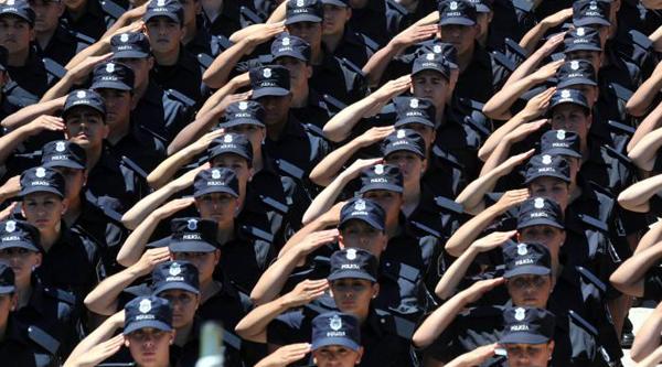 de la Escuela de Policía Juan Vucetich prestaron juramento a la