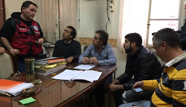 Concentrados. Eduardo Aparicio y el Cómite de Crisis local se reunieron para coordinar acciones.