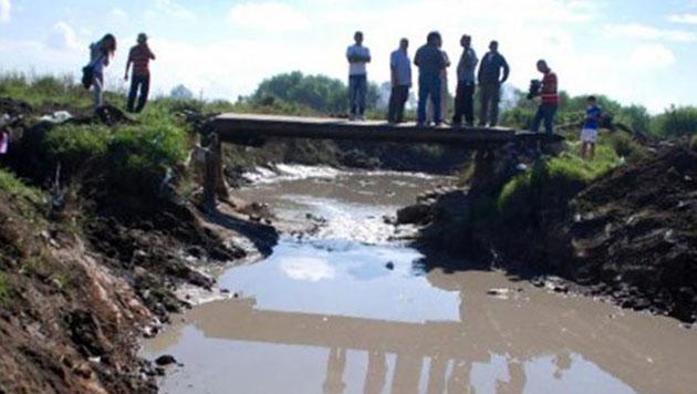 El lugar trágico. Allí se cayó Rodrigo y, pese a que intentaron rescatarlo, la correntada se lo llevó.