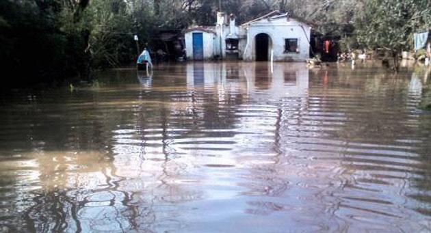 Inundado. Decenas de inmuebles del distrito sufrieron las consecuencias del temporal.