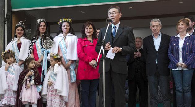 Acto protocolar. El presidente de la Fiesta de la Flor, Tetsuya Hirose, abrió la ronda de discursos.
