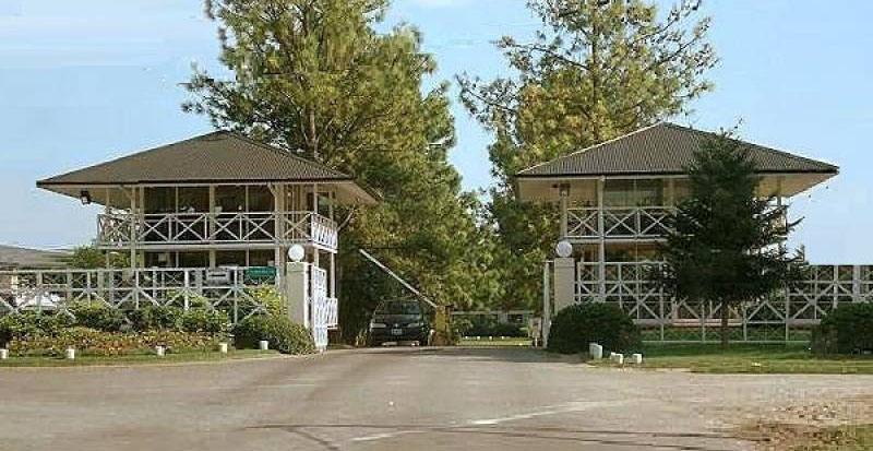 El lugar del robo. En el country Maschwitz Privado, cuatro delincuentes ingresaron a robar tres casas.