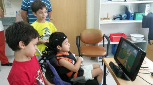 """Inclusión. """"La computadora le dio voz y nos cambió la vida"""", sostuvo la madre de un paciente."""