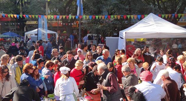 Celebración multitudinaria. El Polideportivo Luis Monti recibirá por primera vez la Fiesta del Pollo al Barro.