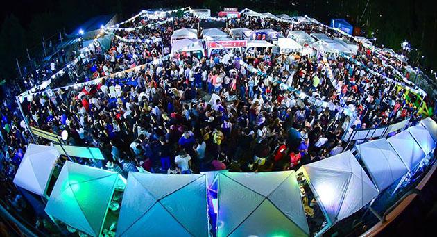 Cerveza y aire libre. Una multitud se acercó el último viernes y sábado al festival realizado en Maschwitz.