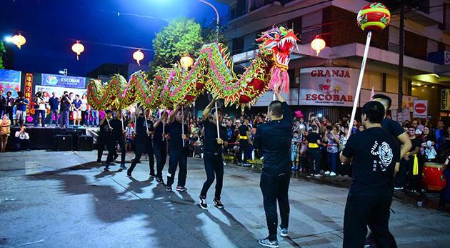 Un clásico. La danza del león y el dragón formó parte de la celebración del Año Nuevo Chino.